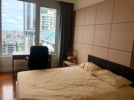 Sale or rent Q Langsuan 2 beds 22.4 ล้าน by owner โทร 0959517969
